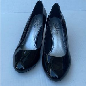 Life Stride patent leather heels